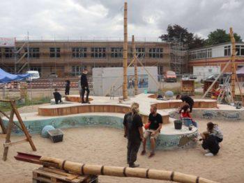 Permalink auf:IGS-Schüler bauen an neuem Schulhof mit